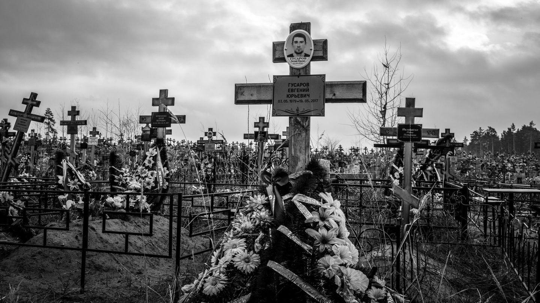 Viele der Toten auf dem Friedhof wurde nach 1975 geboren. Dimas Bruderstarb mit 38, weiler sich im Rausch mehrmals ein Messer in seinen Körper rammte.