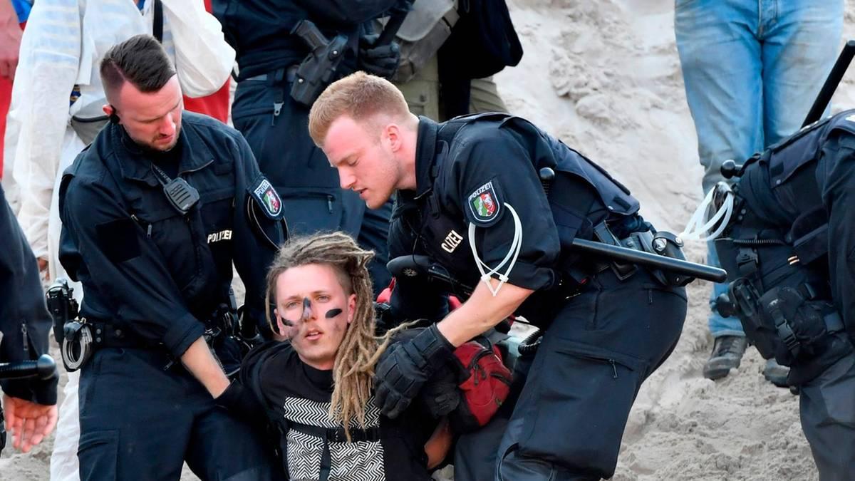"""Sie fordern den Kohleausstieg: """"Pfefferspray und Prügelattacken"""" – Aktivisten beklagen Polizeigewalt bei Räumung in Garzweiler"""