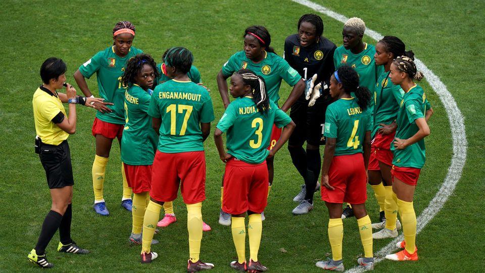 Frauen-WM: Kamerun gegen England