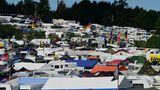 Besucherrekord beim diesjährigen 24 Stunden Rennen: 230.000 Fans. Hier am Schwalbenschwanz unterhalb der Rennstrecke waren 4500 Camper angereist.