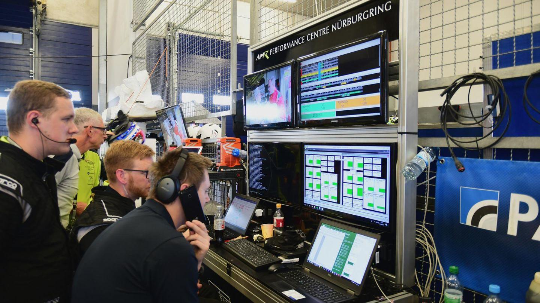 Kommando-Stand in der Box 29, AMR Performance Centre.