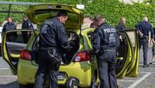 KeinBier und keine Waffen: Die Polizei in Ostritz kontrollierte die Teilnehmer des Neonazi-Festivals gründlich