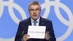 IOC-Chef Thomas Bach präsentiert Mailand als Gastgeber der Olympischen Spiele 2026