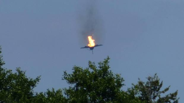 Ein Eurofighter-Jet der Bundeswehr stürzt brennend in den Wald