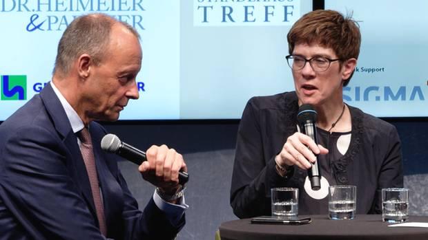 """CDU-Chefin Annegret Kramp-Karrrenbauer und Friedrich Merz beim Ständehaustreff der """"Rheinischen Post"""""""