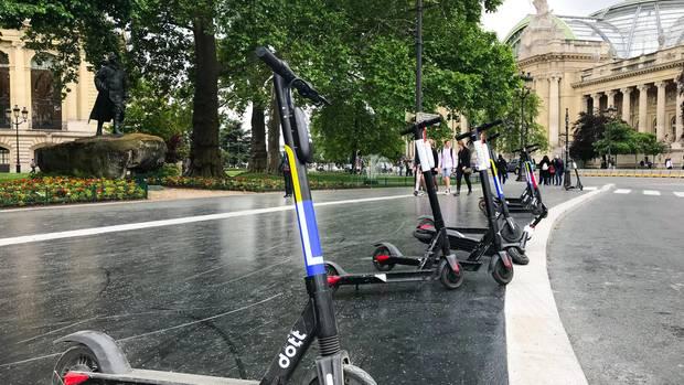 20.000 Scooter warten in Paris auf einen Kunden.