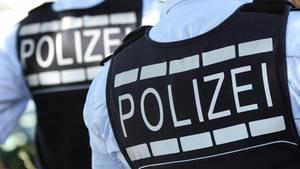 Beamte bei einem Polizeieinsatz (Symbolbild).