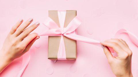 Hier zeigen wir dir neun Ideen für kleine Geschenke unter 25 Euro