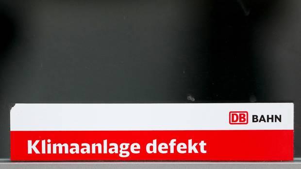 Schild Klimaanlage defekt - Zug in Düsseldorf muss evakuiert werden