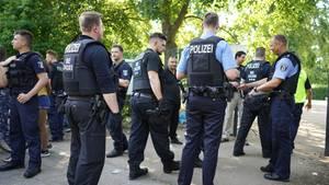 Hitzewelle in Deutschland Berliner Polizisten im Einsatz