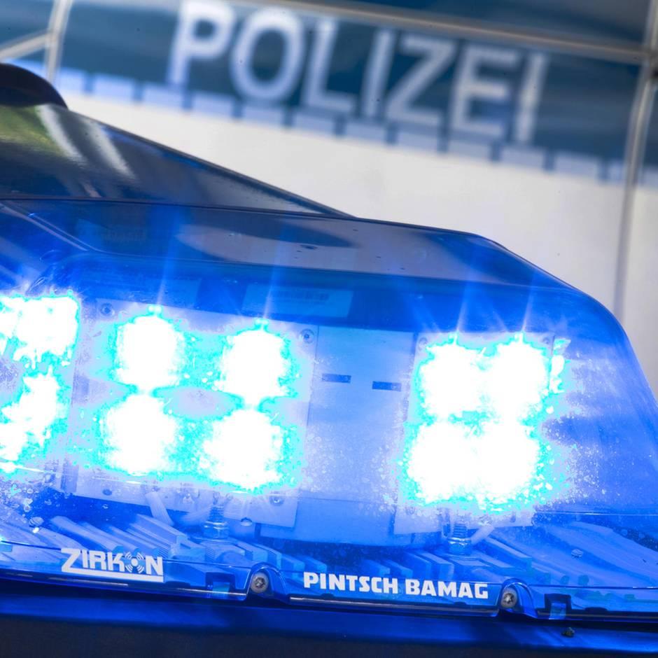 Nachrichten aus Deutschland: Elfjähriger überfällt Schreibwarenladen und beroht Verkäuferin mit einer Schere