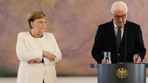 Bundeskanzlerin Angela Merkel undBundespräsident Frank-Walter Steinmeier im Schloss Bellevue