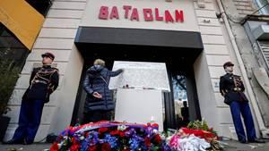 Vor dem Bataclan in Paris wurden Blumen niedergelegt