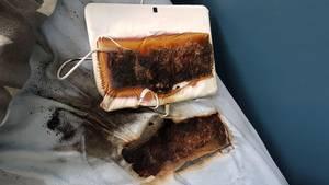 Ein ausgebranntes Tablet auf einer verbrannten Matratze