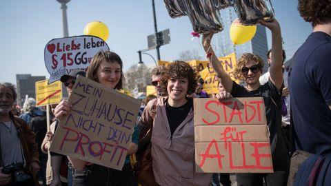 Mieter protestieren gegen steigende Mieten.