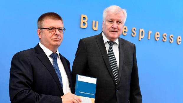 Verfassungsschutzpräsident Thomas Haldenwang (li.) und Bundesinnenminister Horst Seehofer (CSU)