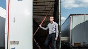 Er kämpft gegen leere Laster: Cargonexx-Gründer Rolf-Dieter Lafrenz in einem schlecht genutzten LKW