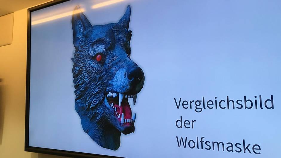 Die Polizei präsentierte dieses Bild der Wolfsmaske, die der Verdächtige bei seiner Tat getragen haben soll