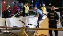 Polizei sichert Unfallstelle in Berlin nach Verfolgungsjagd am 6. Juni