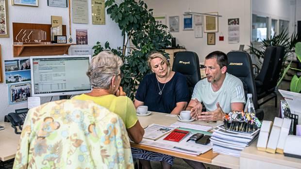Die Wauers kaufen ein Wohnmobil bei Maria Dhonau