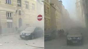 Zwei Handybilder zeigen die verrauchten Bilder nach einer Explosion in einer Straße.