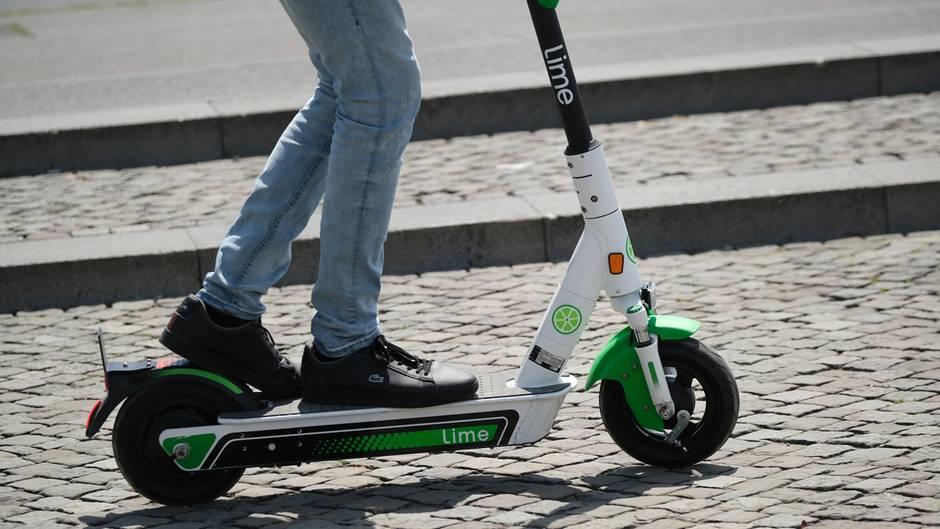 E-Scooter - Zwei Schwerverletzte bei Unfällen