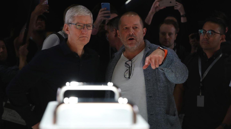Apple-Chef Tim Cook (links) und Jony Ive demonstrierten Anfang Juni den neuen Mac Pro.