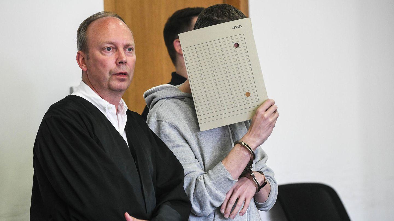 Silvio S. und sein Anwalt vor Gericht
