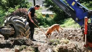 Auch am Samstag ging die Suche nach möglichen Kinderleichen im Garten eines 83-Jährigen in Wuppertal weiter