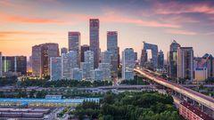 Platz 8: Beijing, China  Alleine der Wohnraum ist in Chinas Metropole in den letzten Jahren explodiert. Während die Kosten für Dienstleistungen relativ gering sind, zahlt man für eine Wohnung in der Stadt häufig mehr als in Deutschland.