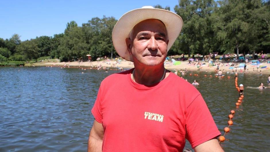 Hartmut Ebertist Bademeister seit 1979 und der Job macht ihm immer noch Spaß