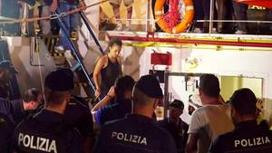 Italien: Flüchtlingsschiff legt in Lampedusa an - Kapitänin Rackete verhaftet