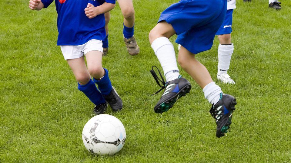nachrichten aus deutschland kinder beim fußballspielen