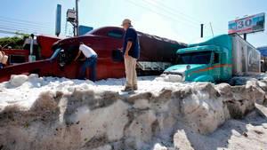 Guadalajara in Mexiko: Hagel sorgt für meterhohe Eisschicht