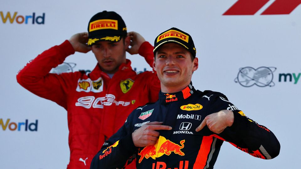 Charles Leclerc und Max Verstappen bei der Siegerehrung in Österreich