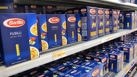 Barilla-Nudel-Packungen in einem Regal in einem Supermarkt.