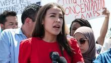 US-Demokration Alexandria Ocasio-Cortez während eines Statements im US-Flüchtlingslager in Clint, Texas