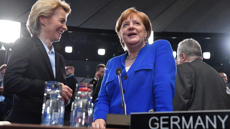 Ursula von der Leyen (l.) und Angela Merkel im vergangenen Jahr beim Nato-Gipfel in Brüssel