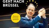 """Darum geht's: Überraschend wurde Martin Sonneborn 2014 ins Europa-Parlament gewählt. Für den Titanic-Chefredakteur beginnt eine irrwitzige Reise. Ähnlich wie auf Klassenfahrt treffen Politiker aus 24 Ländern aufeinander, lernen sich kennen und sollen zusammen Politik machen. """"Herr Sonneborn geht nach Brüssel"""" ist eine für die Titanic typische humorig-satirische Beobachtung des Politik-Zirkus in Brüssel.  Darum gehört das Buch ins Reisegepäck: Wer lachen und sich trotzdem politisch bilden möchte, für den ist Martins Sonneborns Buch genau das Richtige für den Urlaub. Interessant und aufklärend, aber nicht trocken. Perfekt für die Sonnenliege. Hier geht's zum Download auf Audible."""