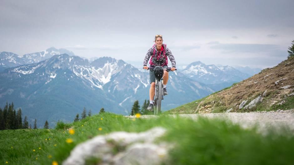 Auf dem Mountainbike durch Bayerns Berge: die 28-jährige Sabrina Stadler