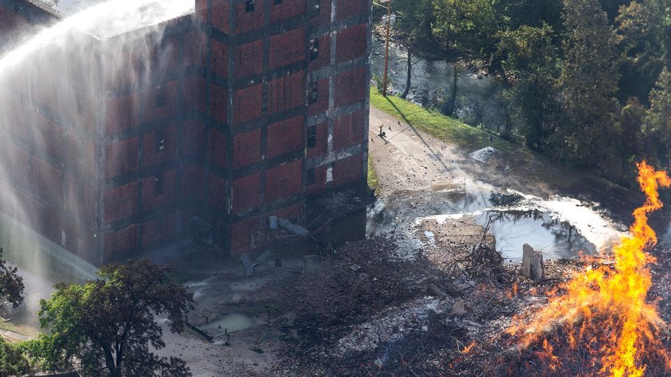 Brand in Whiskey-Lagerhalle