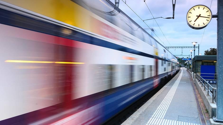Ein fahrender Zug