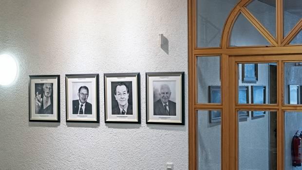 Vor Brodels Bürohängt ein Bild Franz Münteferings