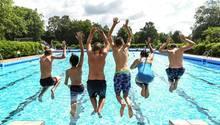 Endlich Sommerferien - aber nicht für alle: Ein Drittel aller Alleinerziehenden ist finanziell nicht in der Lage, den eigenen Kindern einen Urlaub zu ermöglichen.