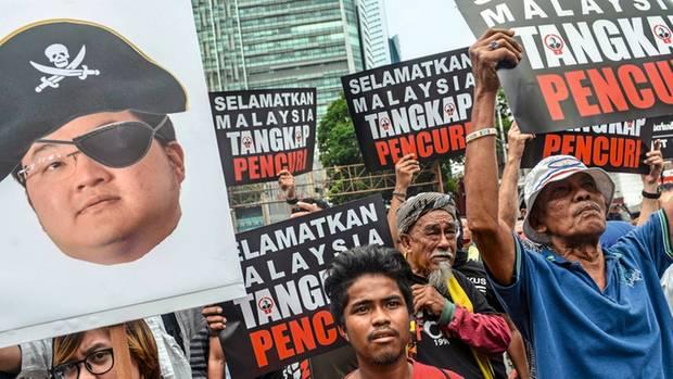 """In Kuala Lumpur fordern Demonstranten 2018: """"Fangt den Dieb"""""""