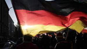 Es ist nicht verboten, die ersten beiden Strophen des Deutschlandlieds zu singen. Als offizielle Hymne gilt aber seit vielen Jahren die bekannte dritte Strophe. (Symbolbild)