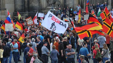 Demonstration des islamkritischen Bündnisses Pegida 2015 in Dresden