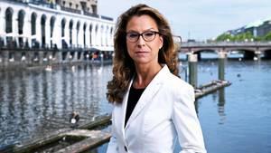 """Carola Veit, 46, Hamburger Bürgerschaftspräsidentin (SPD): """"Seit über drei Jahren bekomme ich Hass- und Drohmails. Von Leuten, die mir anonym mitteilen, was sie gern mit mir anstellen würden. Die auch vor meiner Familie nicht Halt machen. Drei Viertel der Mails haben einen Nazibezug, sind rechtsradikal, verfassungswidrig. Ein guter Teil idealisiert die AfD. Ich würde mir wünschen, dass sich große Teile unserer Gesellschaft dieser Radikalisierung entgegenstellen – und nicht schweigen"""""""