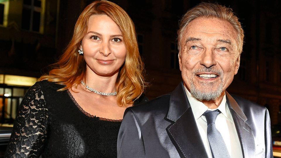 Mit Ehefrau Ivana glänzt der tschechische Nationalkünstler auf Premieren