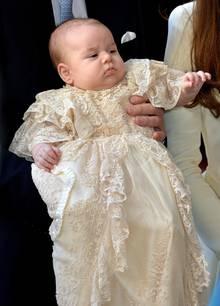 Prinz George in dem traditionellen Taufkleid